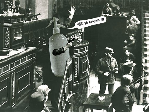 1981 Manuel PÈrez Barriopedro, Ispanya ÷d¸ll¸ kare, Albay Molina ve askeri polisin Ispanya Parlamentosu'nu rehin aldigi 23 Subat 1981'de Áekildi. Rutin bir parlamento g¸n¸ yasayacagini zanneden Ispanyol fotografÁi filmleri ayakkabisinda sakladi